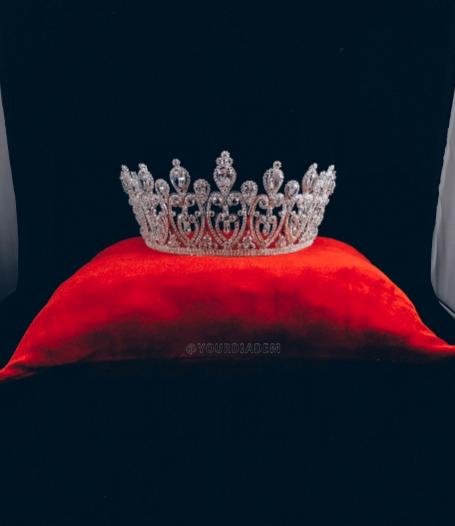 Бархатная подушка для короны