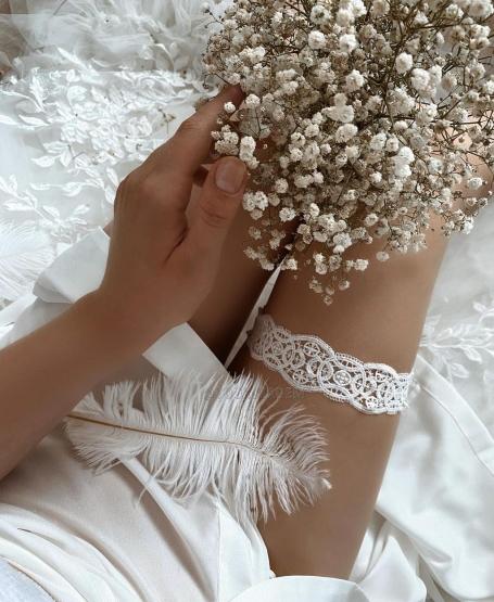 Подвязка из плетеных кружев